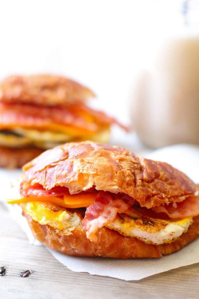 bacon, breakfast, cheese and croissant