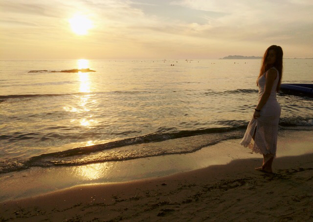 barefoot, beach, dress, girl, kiss, love, sea, summer, sun, tanned, waves