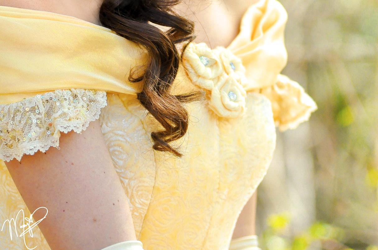 beauty and beast, bella, belle, blue, brunette, characters, costume, curly, disney world, dress, faceless, fashion, magic, magic kingdom, parks, princesa, princess, tumblr, yellow